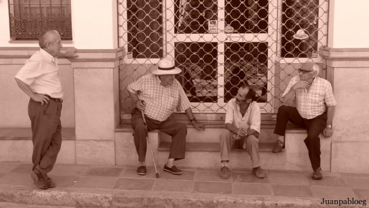 01. Gente Hablando en la Calle