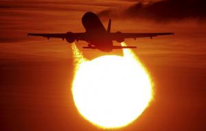 110209_avion-al-atardecer