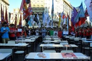 Estudiantes argentinos reclaman por los 43 jóvenes mexicanos desaparecidos