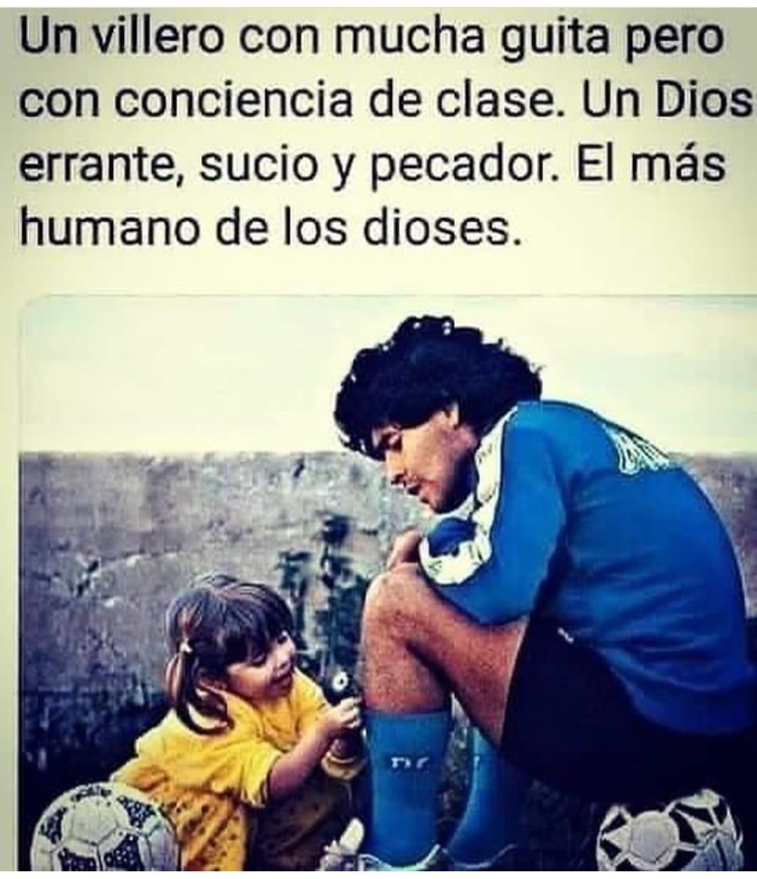 """Diego Armando Maradona, 25 de noviembre de 2020: el día que nació el MITO.  FOTO de Diego Armando Maradona con una niña pequeña y humilde. Tiene un texto que dice:  """"Un villero con mucha guita pero con conciencia de clase. Un Dios errante, sucio y pecador. El más humano de los dioses."""
